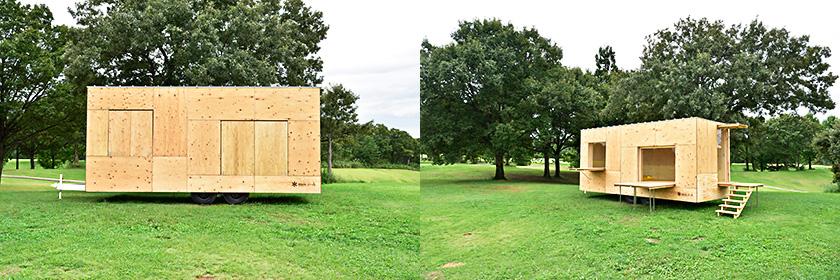 隈さんとスノーピークの共同開発による「住箱-JYUBAKO-」 旅をし、住むを自由にする「住箱」。移動式の木でつくられたモバイルハウス(トレーラーハウス)は、車でひくことができ、住まいにも、仕事場にも、宿泊施設にもなる。風通しの良い木造建築の復活と、どこにでも移動が可能なモビリティは、新しい建築や空間のあり方になるかもしれない。 画像提供:株式会社スノーピーク