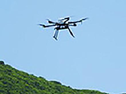 衛星利用のドローンを山岳遭難救助に活用 通信状況悪い現場で威力