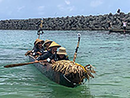 3万年前の航海、丸木舟で完遂 科学博物館チーム、台湾から沖縄・与那国島に到着