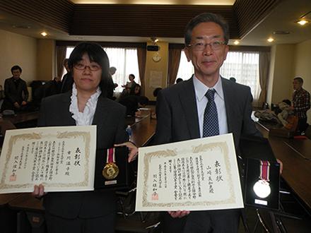 坂東昌子、関口仁子氏に湯浅年子賞授与