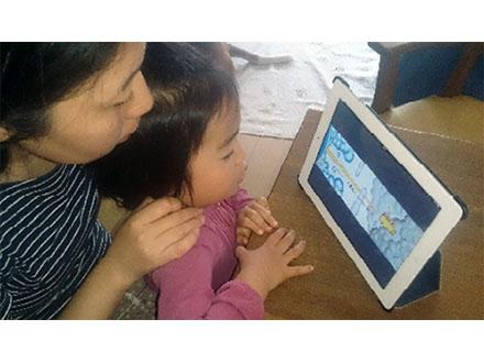 デジタル絵本は4歳児の読む能力促す