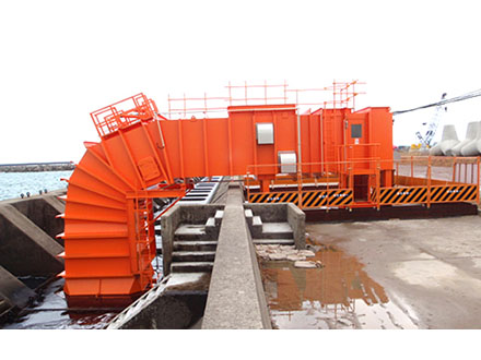 酒田港で波力発電実証試験開始