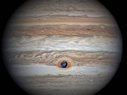 木星の赤い大斑点をアップで撮影 米探査機「ジュノー」