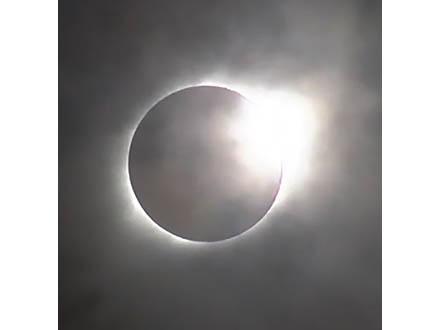 NASAが米国の皆既日食の動画や画像を公開 天体ショー地点、北米大陸を99年ぶり横断