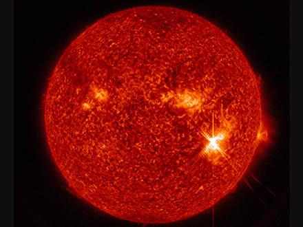 太陽フレアを観測する探査機を欧米宇宙機関が打ち上げ