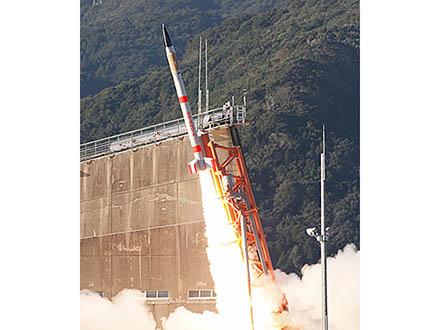 世界最小ロケットと超小型衛星の打ち上げに成功