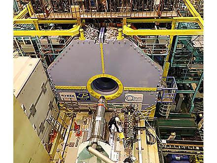 スーパーKEKBで初の素粒子衝突を観測 宇宙の成り立ち解明目指し第一歩