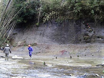 直近の地磁気逆転、2万年かかった 「チバニアン」地層で解明