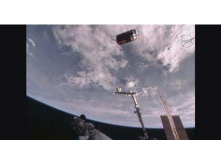 「こうのとり」が任務終え大気圏に突入 宇宙ごみ除去技術実験