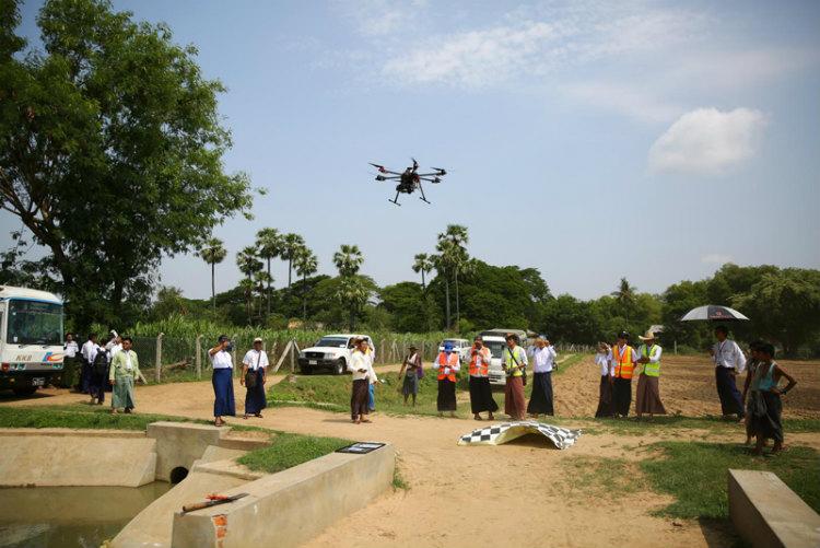 日本政府などの支援のもと、ミャンマー航空宇宙工科大学と連携し、ミャンマーにおける農業セクターの災害リスク軽減にドローンを応用する研修を開催した。 ※画像提供:国連食糧農業機関