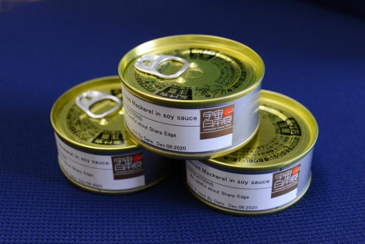 味、粘度に改良を加えて完成したサバ缶。身の硬さの調整は後輩たちに引き継がれている
