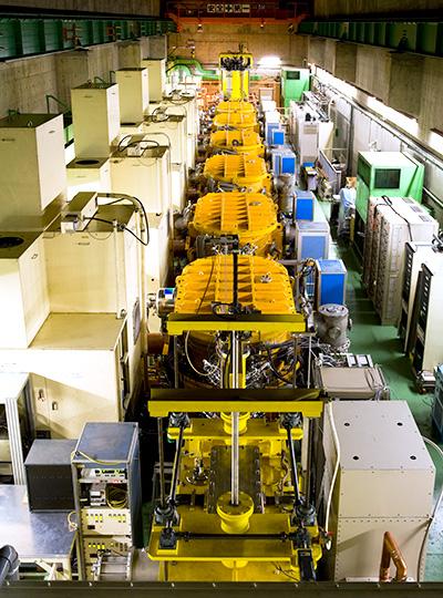 線形加速器RILACは、多くの原子を加速してビームを作ることができる。※画像提供:理化学研究所