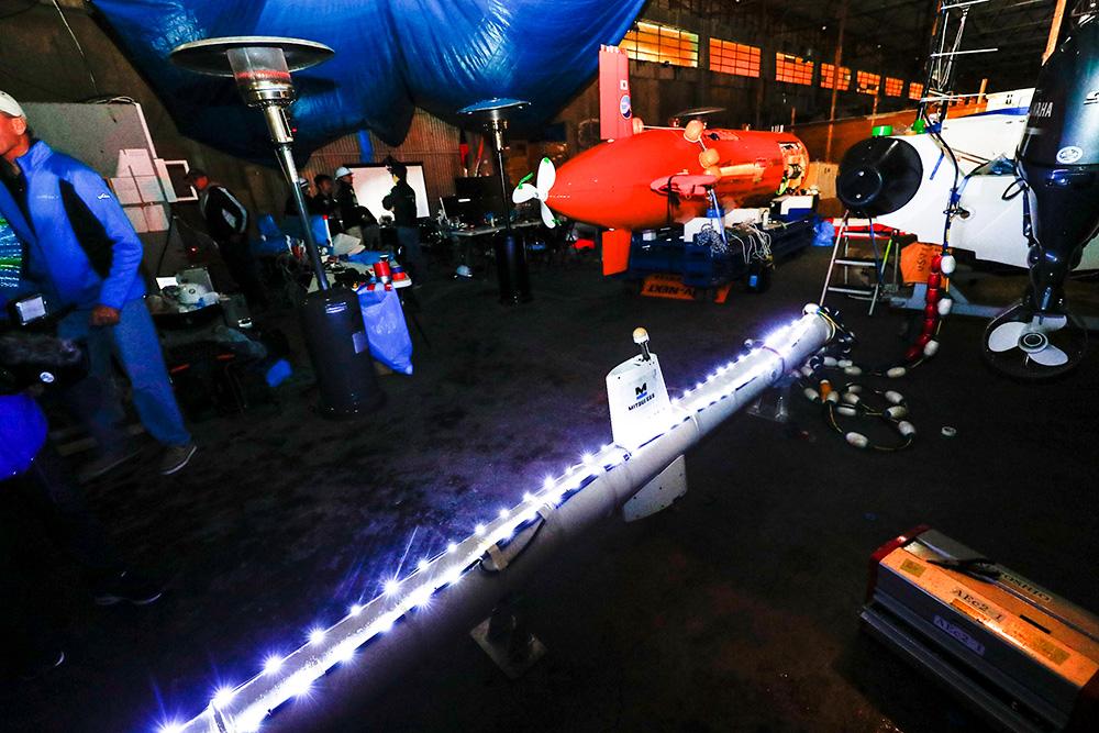 現地のホームセンターで購入したクリスマスイルミネーション用のLEDライトが取りつけられた曳航フレーム。 ※資料提供:Team KUROSHIO