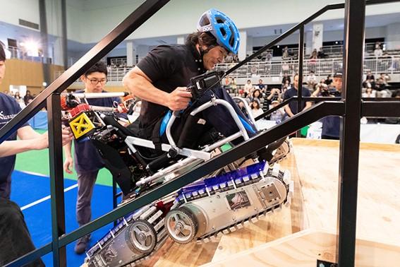 慶応大チームが開発したサイバスロンのマシン