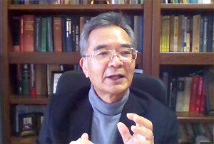 人工光合成の研究に取り組む井上晴夫さん