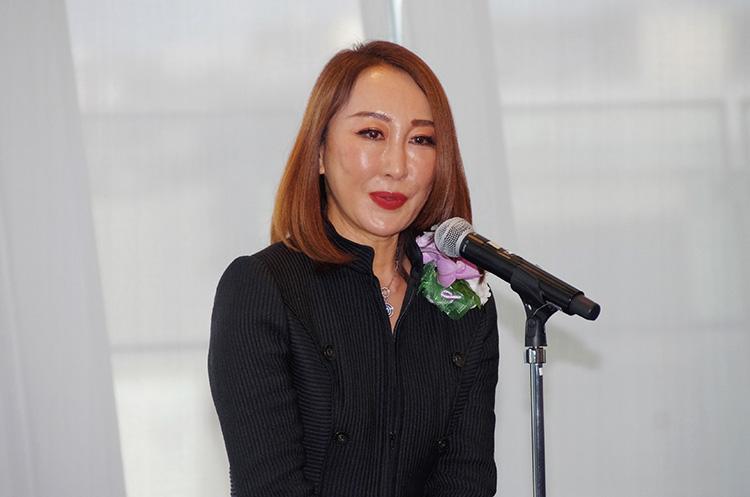 祝辞を述べるプレゼンターの芦田多恵さん