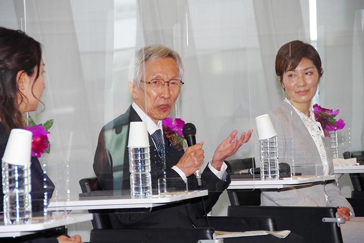 群馬大学の取り組み事例を紹介する平塚さん(中央)