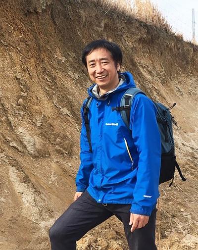 九州大学教授の尾上哲治さん(同大提供)