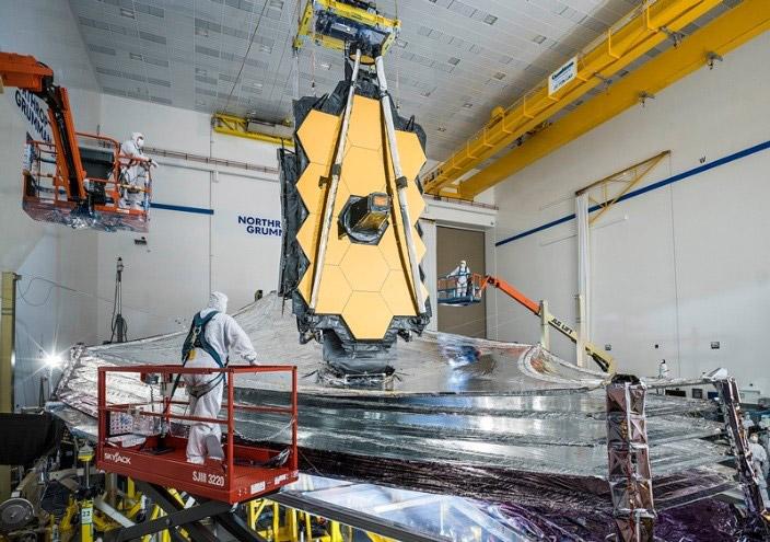 開発中のジェームズウェッブ宇宙望遠鏡。昨年12月には各種の最終試験が行われた(NASA提供)