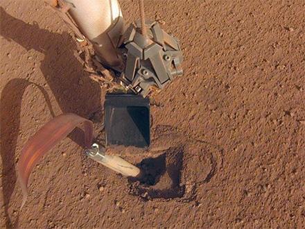 米火星地下探査機が掘削を断念 土壌の固まりやすさが阻む