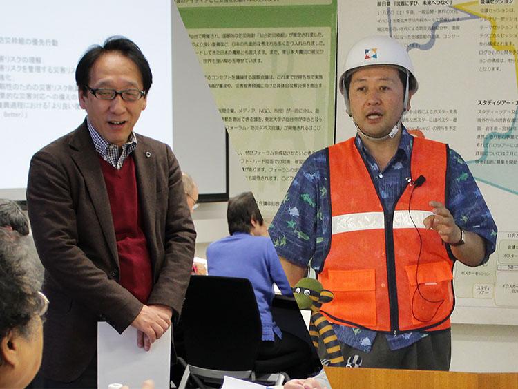 IRIDeS所長の今村文彦さん(左)と教授の小野裕一さん(右)(IRIDeS 提供)