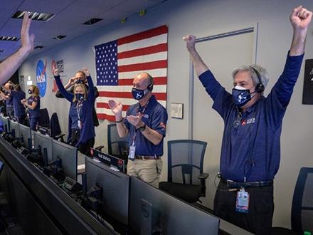 米「パーシビアランス」が火星着陸 昨年出発、3カ国の探査機そろう