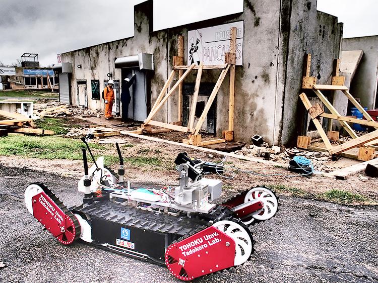 田所諭さんらのグループが開発したレスキューロボット「Quince(クインス)」(田所諭提供)
