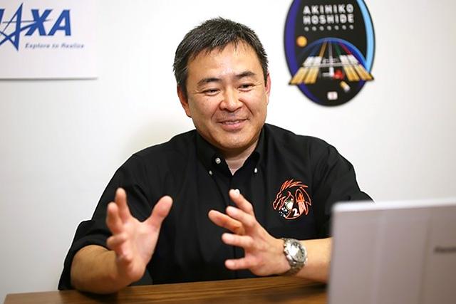 オンラインで会見する星出彰彦さん=2日、米テキサス州(宇宙航空研究開発機構=JAXA=提供)