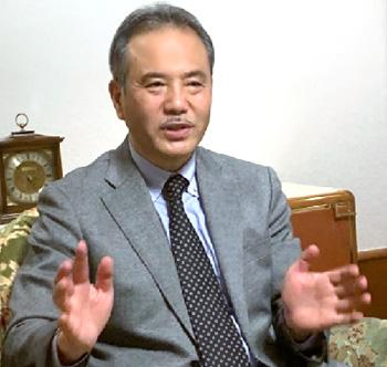 インタビューに「復興は教訓を未来に伝え継ぐことだ」などと語る武田真一氏(3月8日、東京都内で)