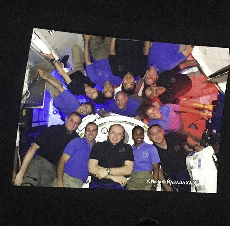 山崎さんがISSに滞在中、メンバーと撮影した集合写真