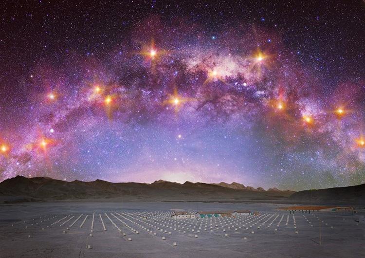 地上の観測装置と天の川の合成画像。史上最高エネルギーのガンマ線を示すため、ひときわ輝く天体を加えた(東京大学宇宙線研究所、若林菜穂氏提供)