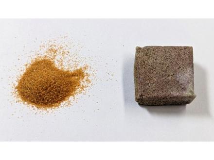 セメントなし、触媒で砂同士をつなげた建材を開発 東大