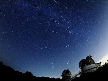 ペルセウス座流星群、13日未明がピーク 8年ぶりに観測条件絶好