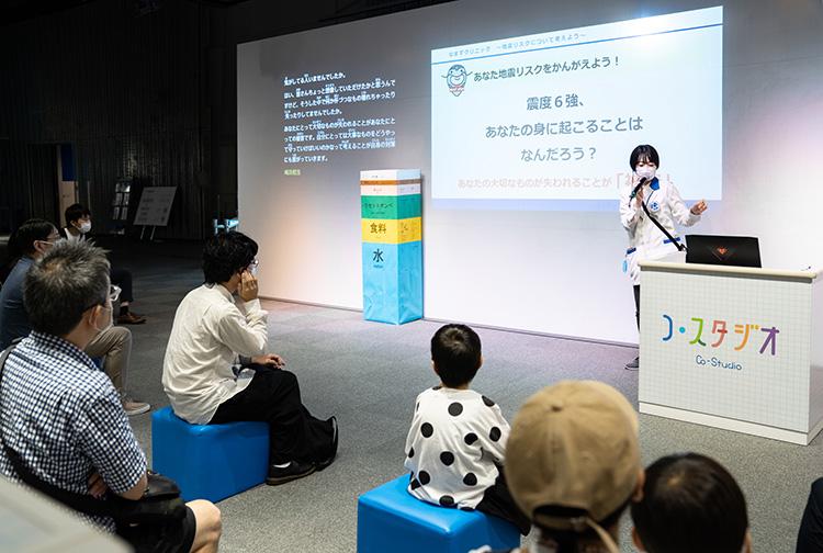 科学技術の話題をクイズや実験も取り入れSCが紹介する常設プログラム、科学コミュニケーター・トーク。