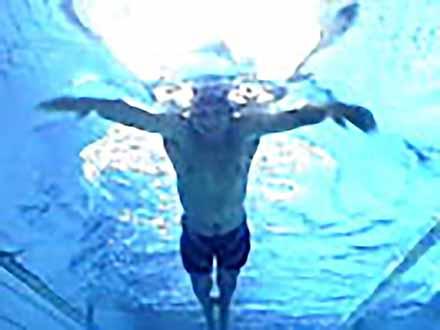 アスリート解体新書 (21)水泳/クロール・平泳ぎ 〜水の抵抗を味方に変える〜