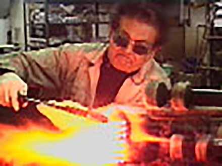 """匠の息吹を伝える〜""""絶対""""なき技術の伝承〜 (9)下町の 夢はぐくむ実験室〜理化学ガラス製造〜"""