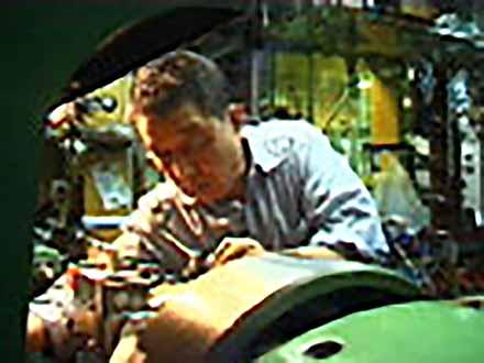 """匠の息吹を伝える〜""""絶対""""なき技術の伝承〜 (18)最先端を追求する秘伝〜金型・深絞りプレス加工〜"""