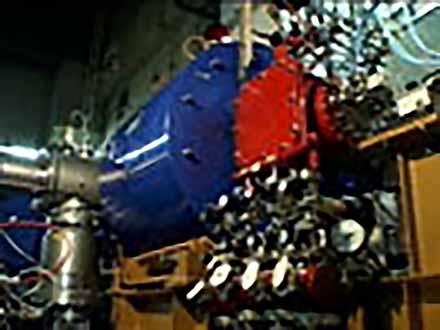 """匠の息吹を伝える〜""""絶対""""なき技術の伝承〜 (23)加速器性能の鍵をにぎる〜ECRイオン源の操作〜"""