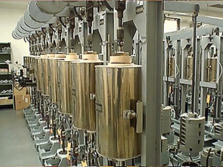 サイエンスニュース2011(新着情報) (44)世界一の材料信頼性試験