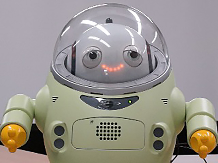 サイエンスニュース2016 感情を読み取り・表現する 対話型ロボット(2016年1月22日配信)
