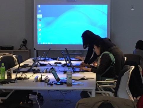 講座を受けたIT人材が市のサイト運営などを担う 画像提供:壱岐市