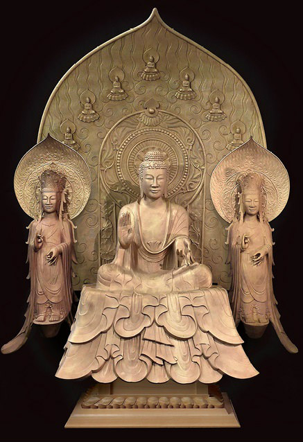 鋳造されて表面加工をする前の釈迦三尊像 写真提供:400年を超える高岡市の鋳物技術と600年を超える南砺市の彫刻技術を活用した地場産業活性化モデルの構築・展開事業推進協議会