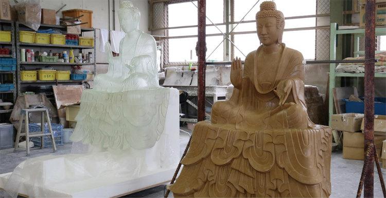 A: 樹脂型 (左)にロウを流し込んで作ったロウ型(右) 写真提供:400年を超える高岡市の鋳物技術と600年を超える南砺市の彫刻技術を活用した地場産業活性化モデルの構築・展開事業推進 協議会