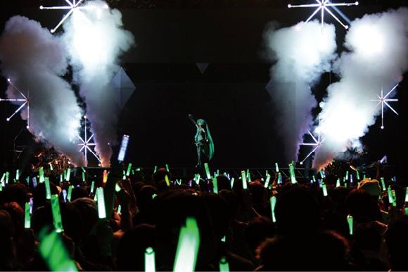 「SNOW MIKU LIVE! 2018」のライブの様子。 © Crypton Future Media, INC. www.piapro.net © SEGA Graphics by SEGA / MARZA ANIMATION PLANET INC. Production by Crypton Future Media, INC.画像提供:クリプトン・フューチャー・メディア株式会社