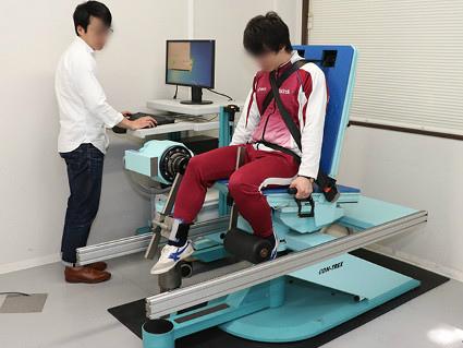 筋力測定を行って、筋特性とパフォーマンスの関連性も細かく分析していく 画像提供:東京大学スポーツバイオメカニクス研究室