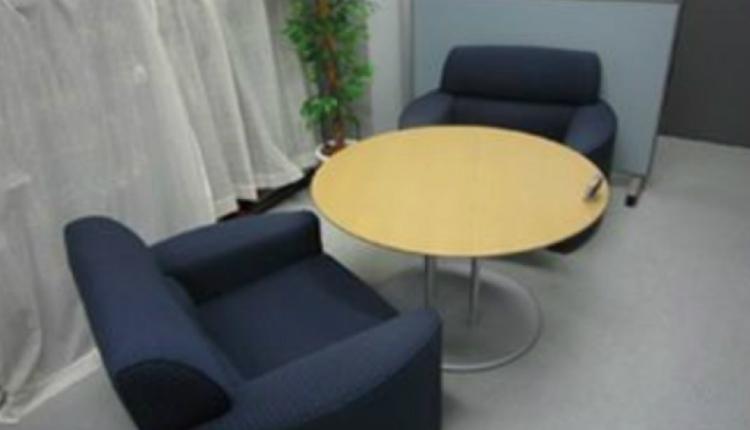 心理カウンセリングやメンタルトレーニングなどで使用されるカウンセリング室 (画像提供:ハイパフォーマンスセンター)