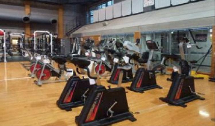 マシンを使って筋力などを向上させるトレーニング体育館 (画像提供:ハイパフォーマンスセンター)