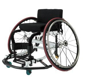 体と一体になれるバスケットボール用車イス 写真提供:日進医療器